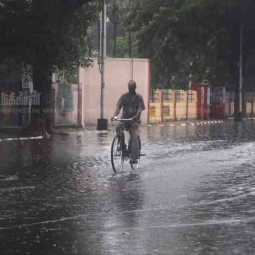 tamilnadu districts and puducherry heavy rains possible meteorological centre