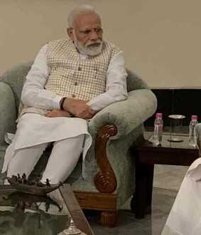 mamata beanerjee meets pm modi in kolkatta