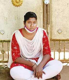 Cheated boyfriend ... Young girl Tarna in front of boyfriend's house!