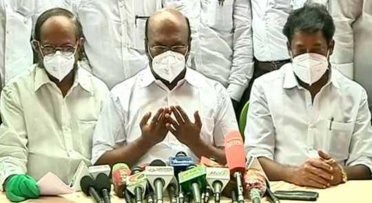 Minister Jayakumar suddenly prayed during a press conference