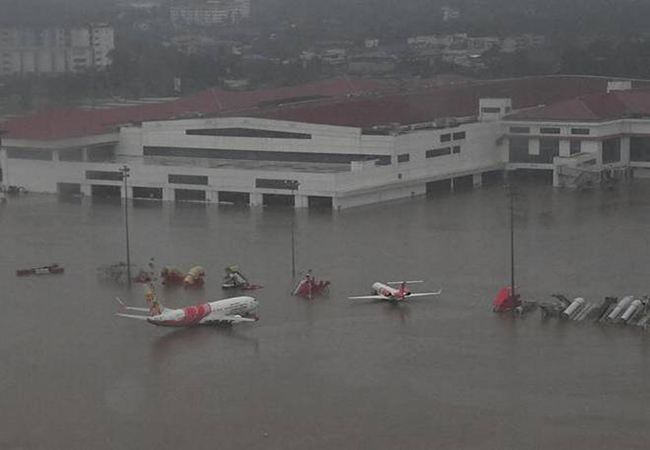 KERALA HEAVY RAIN FLOOD COCHIN AIRPORT CLOSE AT TODAY MIGHT NIGHT 12.00 VERY CRITICAL