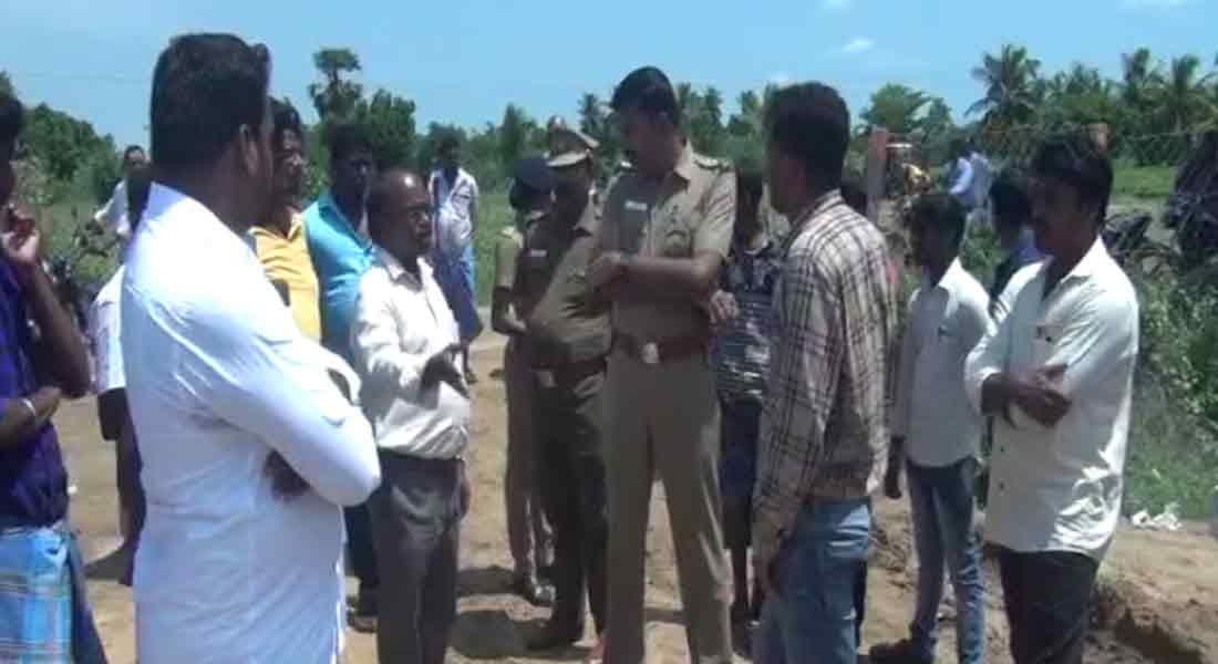 Farmers attacked the ONGC officials!