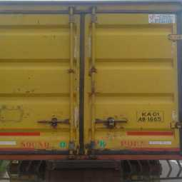 Theft in freight vehicles - Freight vehicles that are afraid to cross the Vellore road.