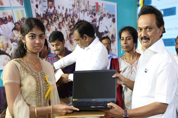 stalin gives laptops to students