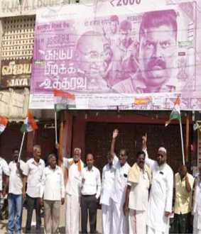 Congress protests against Suttu pidikka uththaravu moive