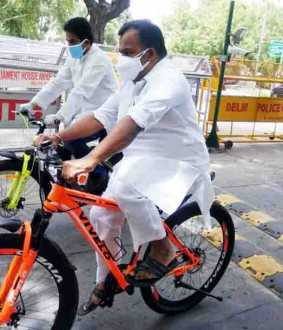 Virudhunagar congress MP Parliament on bicycle - petrol diesel price issue