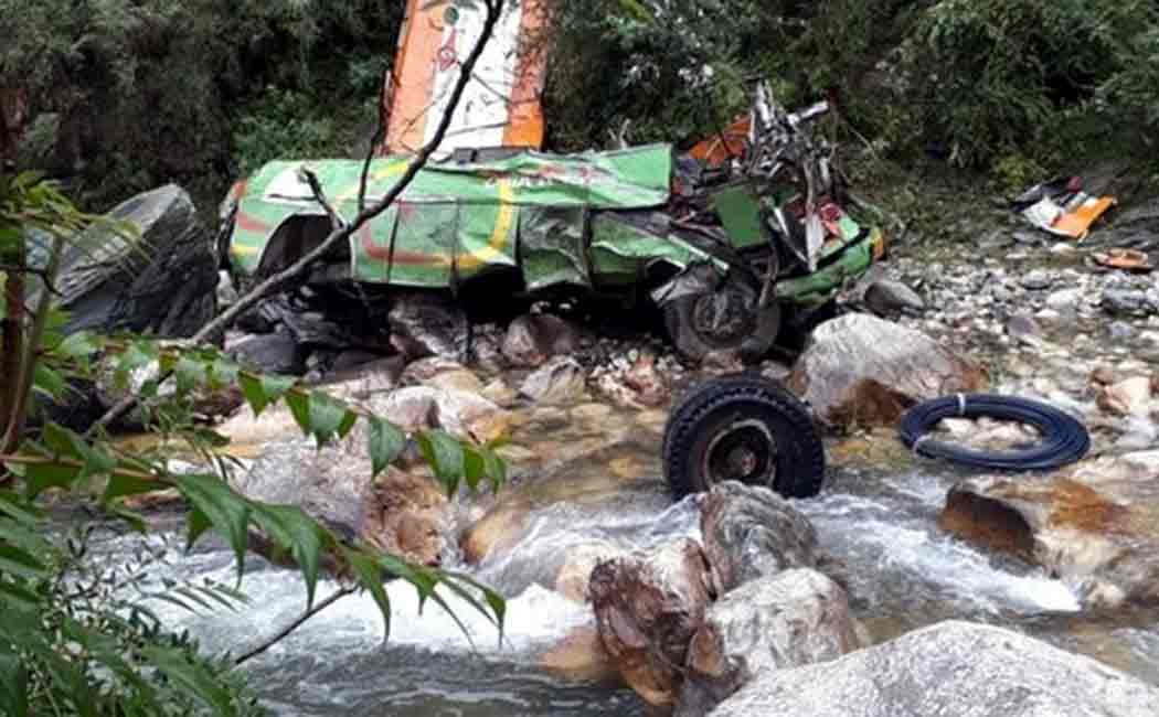 himachal pradest bus accident costs 44 lives