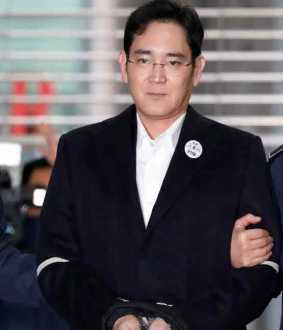 samsung struggles after its chief's sentence