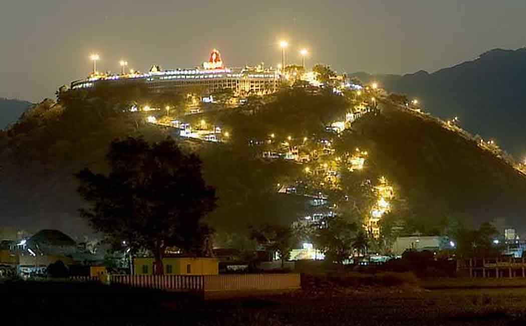 Ban on devotees! Murugan devotees worshiping at the foothills!
