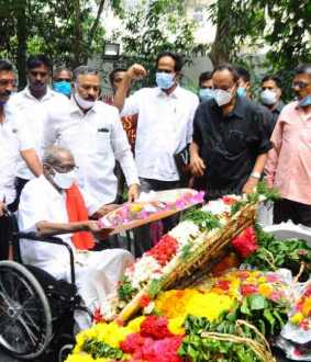 Communist party former leader T.pandiyan paid homage at Periyar Memorial ..