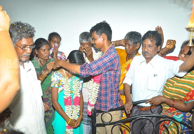 Woman talisman teacher in front of dead father's body TINDIVANAM DISTRICT