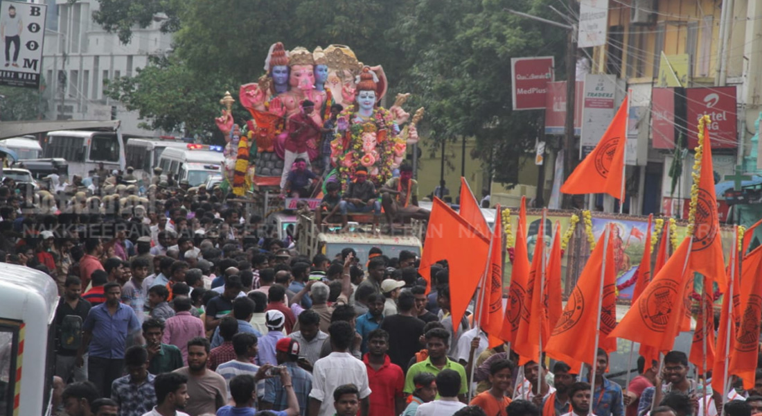 Vinayagar's statues were marched on the road !!