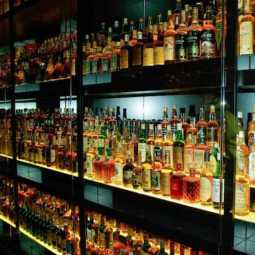 pondicherry thief entry one wine shop  Robbery money and wines