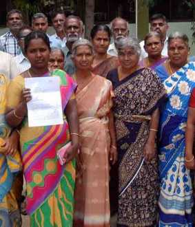 erode women gave petition to collector