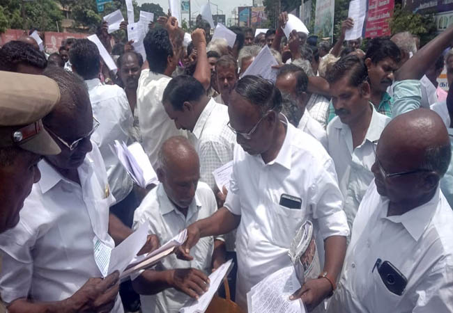 SALEM FARMERS MEET COLLECTOR REQUEST LETTER Do not put oil pipes on the ground
