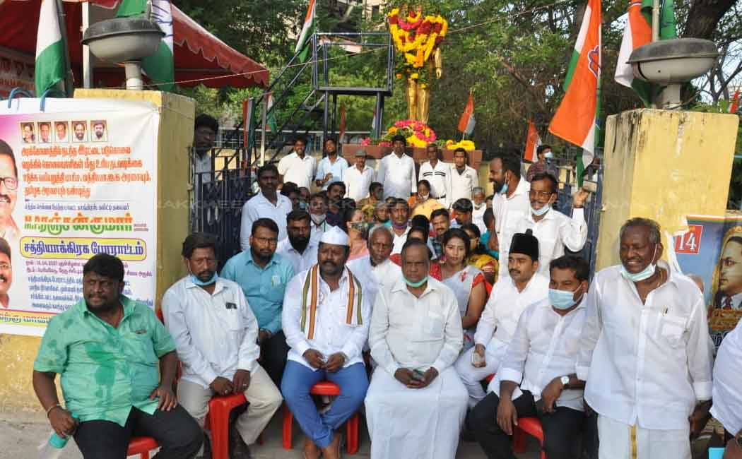 congress volunteers involved in struggle infront of ambedkar statue