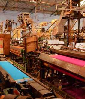 Power loom weavers go on struggle.. 25 thousand families at risk of losing their jobs ..!