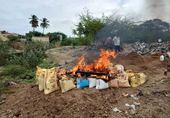 Flaming sand flames - smiling civilians in action VELLORE PALARU