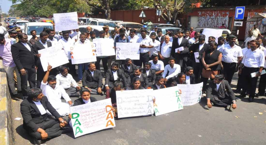 pollachi sexual abuse case; lawyers protest