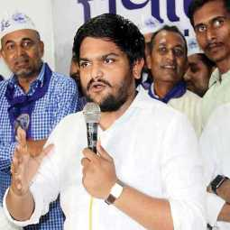 hardik patel attacked in gujarat during election campaign