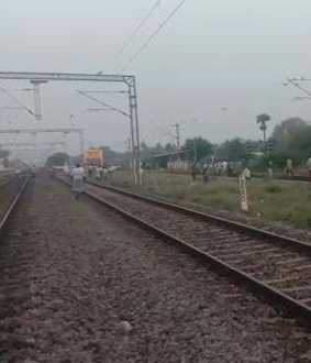 railway track incident police investigation in vellore district