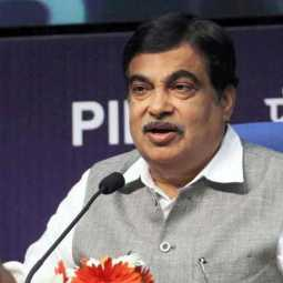 nitin gadkari fell unconsious in a function