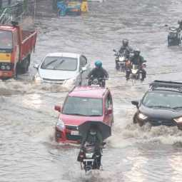 heavy rains chennai roads and peoples
