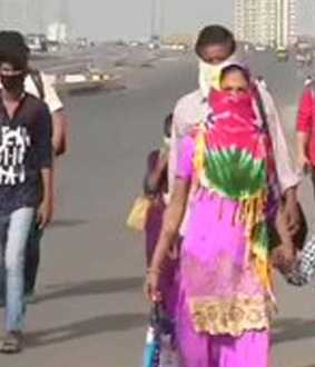 Daily wage workers walk from Delhi to Uttar Pradesh.