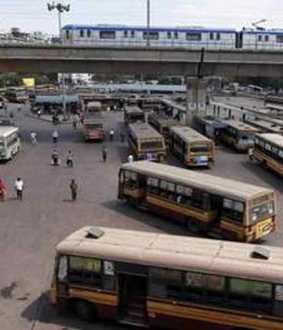 College students clash in bus stand...