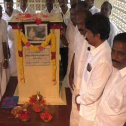 DMK Members-honor-karunanidhi-mother-memorial