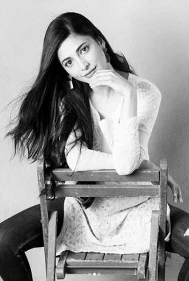 shrutz haasan's Black & White photos