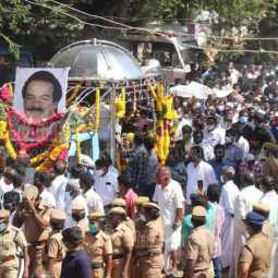 Late Congress MP Vasantha Kumar's... Public, relatives' tearful tribute