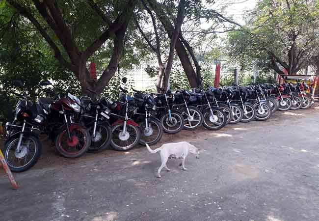 VELLORE TWO WHEELER THIEF ARRESTED IN POLICE SEIZURE VEHICLE