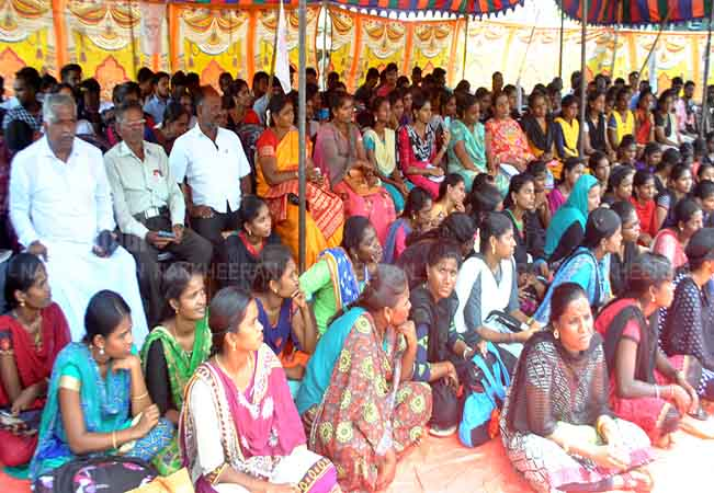 PUDUKKOTTAI DEGREE HOLDERS STRIKE NEED FOR JOB