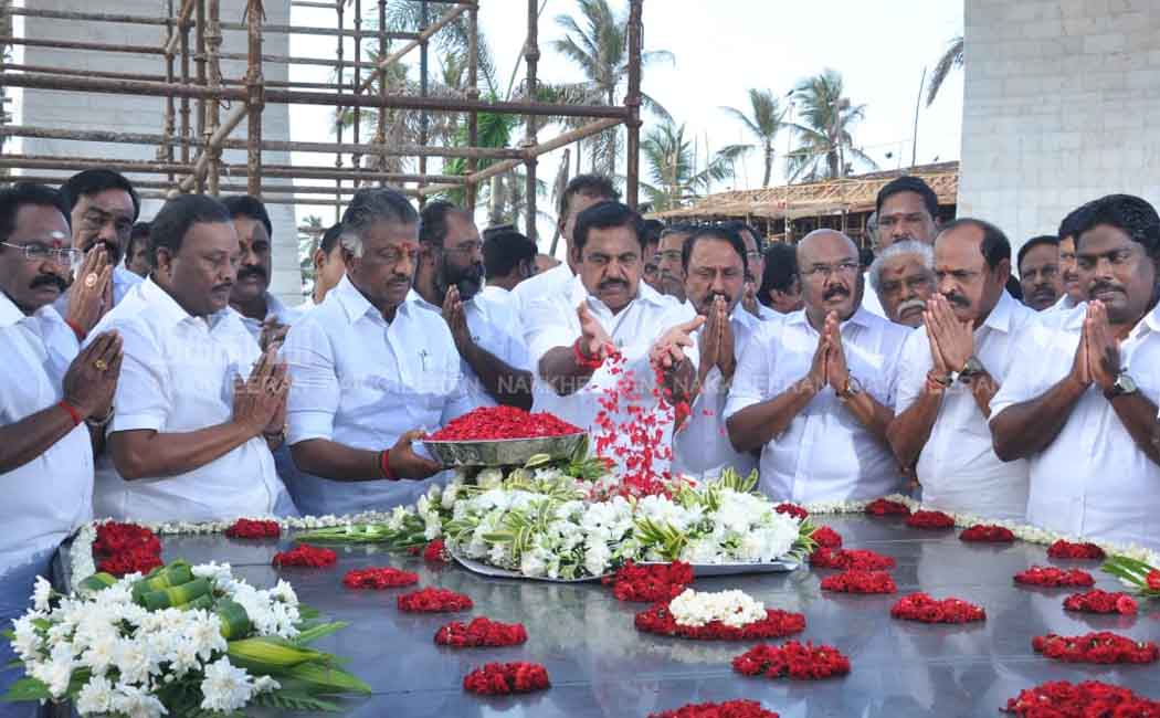 ministers in jeyalalitha's memorial