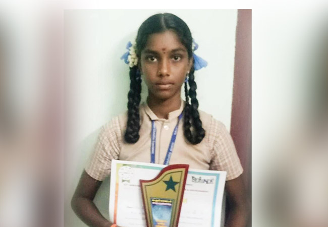 CUDDALORE SCIENCE EXHIBITION COMPETITION GOVT SCHOOL STUDENT NISHA SECOND PRIZE