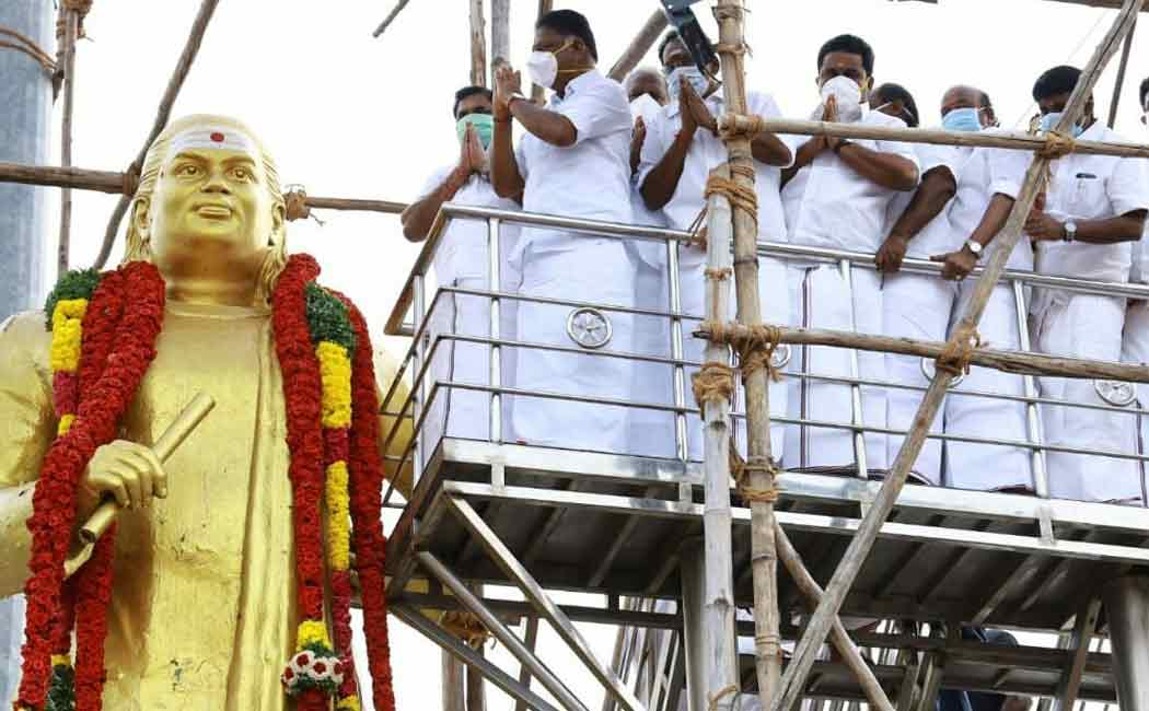 Chief Minister Palanisamy pays homage to the Muthuramalingam dever