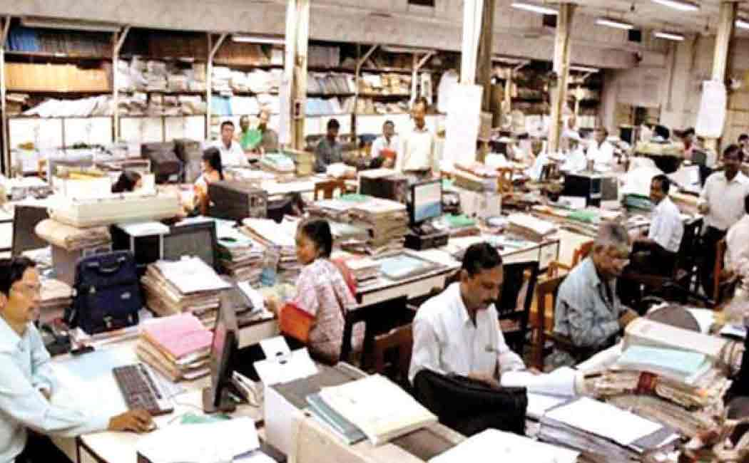 5000 government employees resigned in kerala