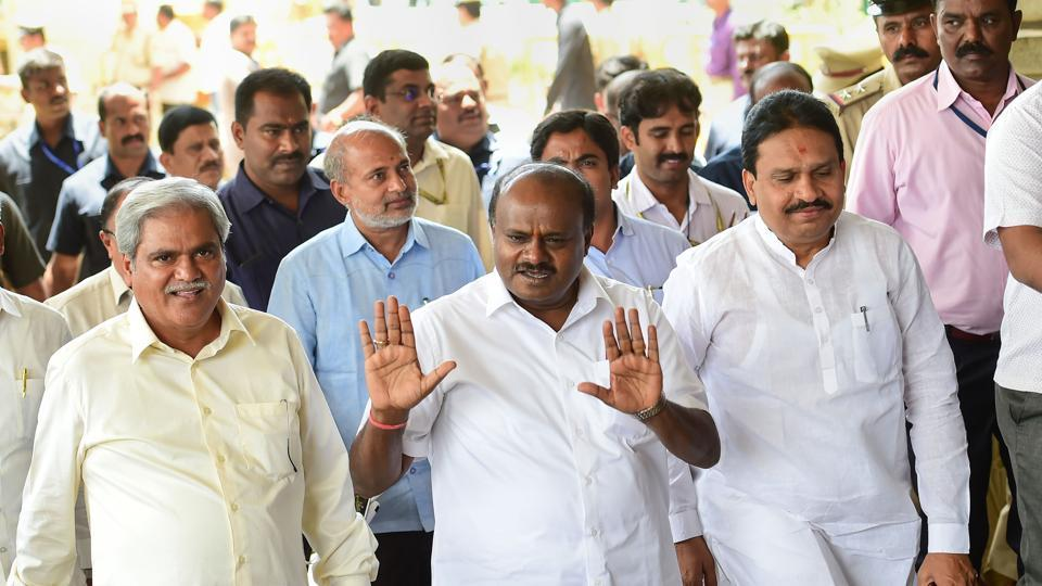 karnataka resign mlas case supreme court announced judgement for tomorrow