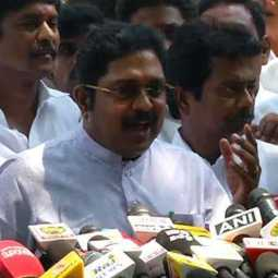 No one has the right to prevent Rajini from entering politics - TTV Dinakaran