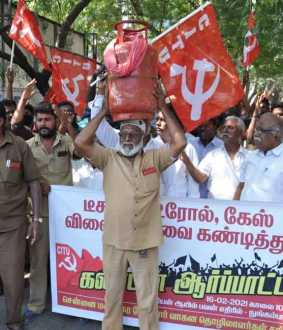 CITU struggle against price hike against Indian Oil