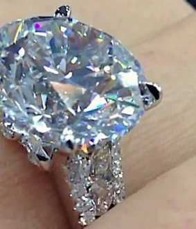 diamond jewelery worth Rs 2 crore robbery