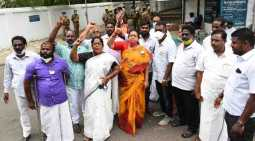admk cm candidate issue - o panneerselvam house