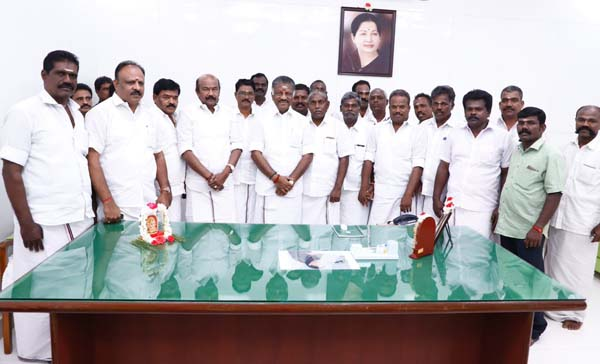 ammk party members join admk