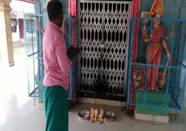 Voter donates gift items to temple