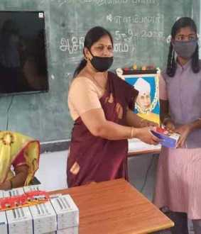 1 lakh rupees for students smart phone, 4G SIM, recharge ... Government school teacher who helped