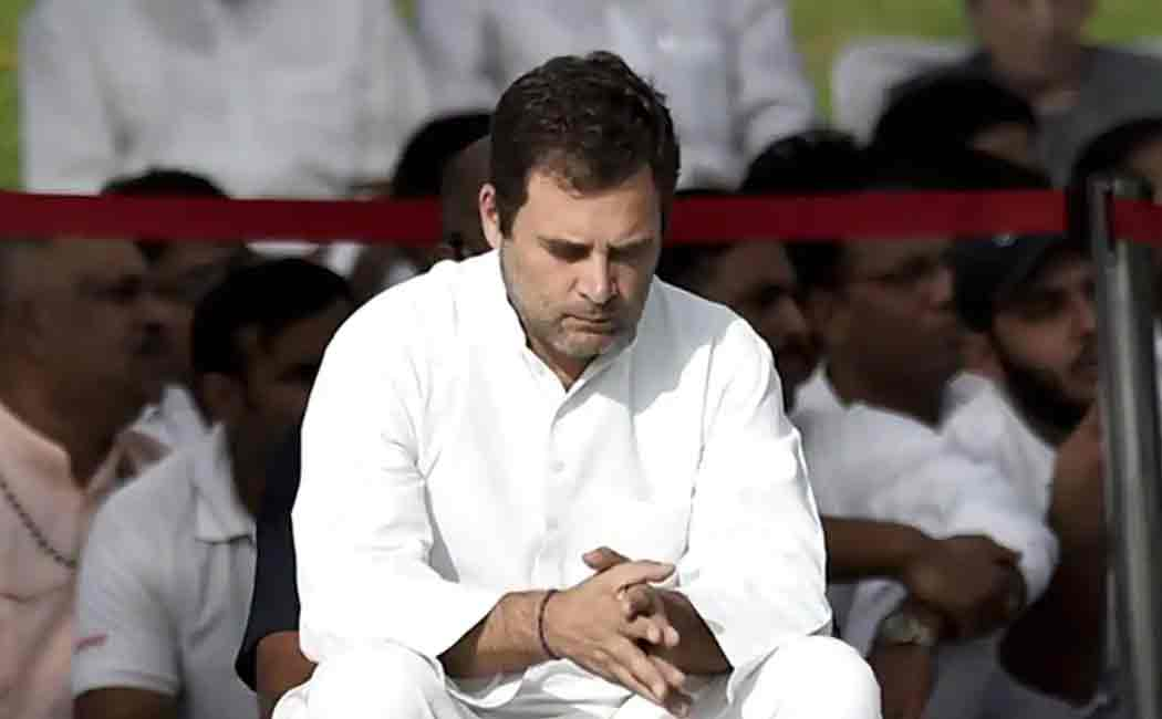 rahul gandhi forgets to sign in losabha