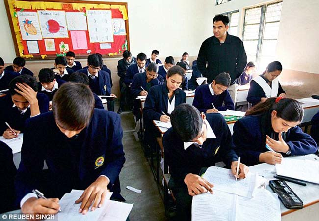 JAMMU UNDER SECTION 144 REMOVE GOVERNMENT AND SCHOOLS AND COLLEGES OPEN ORDER ISSUE