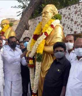 the executives who paid homage to the periyar, MGR statues!