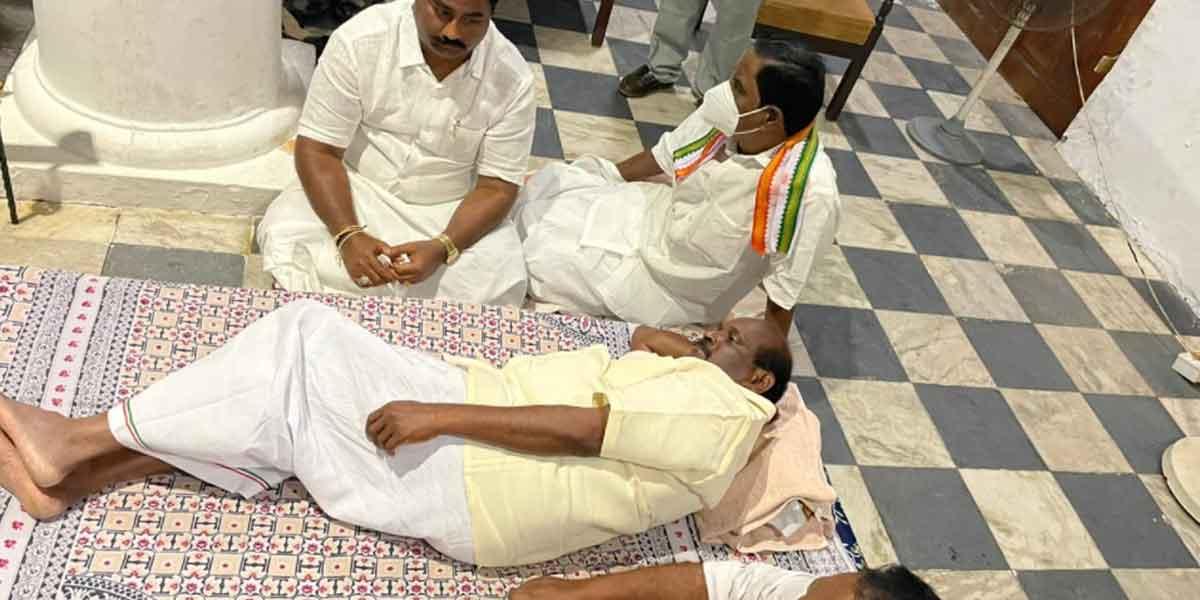 Minister, MLAs sit-in struggle against Kiranpedi!